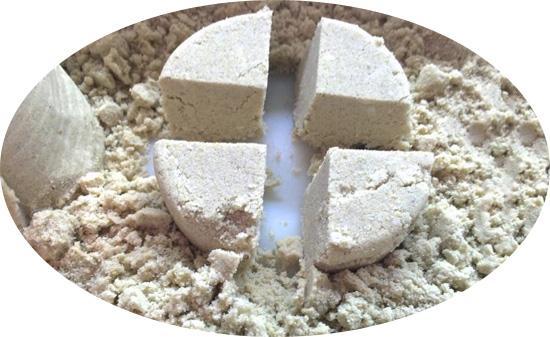 Отличный кинетический песок без крахмала получится при добавлении силикатного клея
