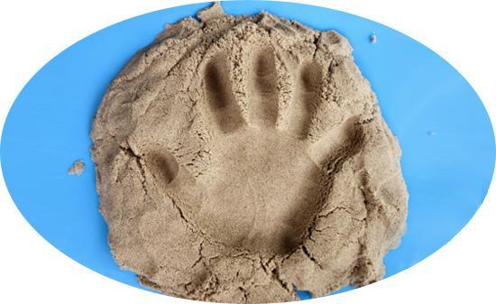 Простой кинетический песок можно приготовить из песка и крахмала