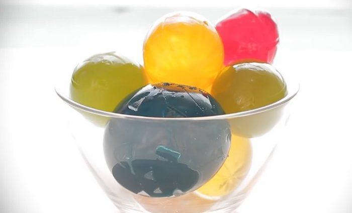 Съедобные орбизы из желатина и «Спрайта»