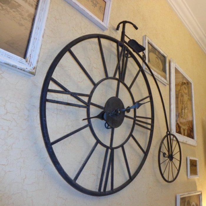 Часы в виде старинного велосипеда