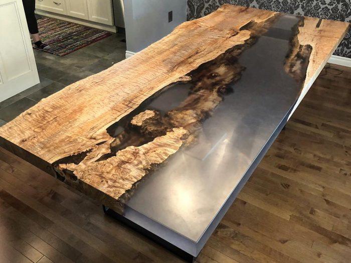 Комбинированный стол из эпоксидной смолы