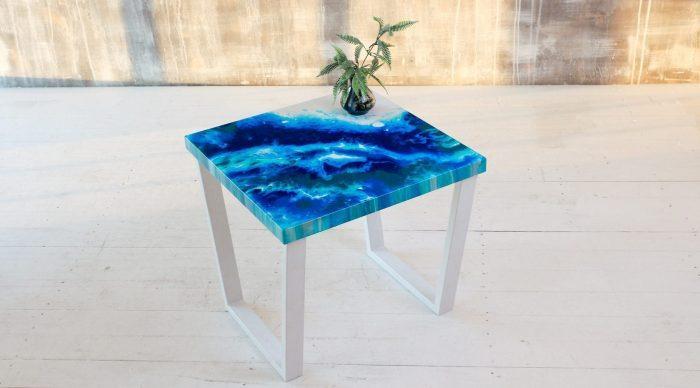Маленький столик без опоры