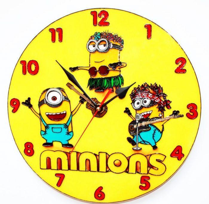 Настенные часы с миньонами