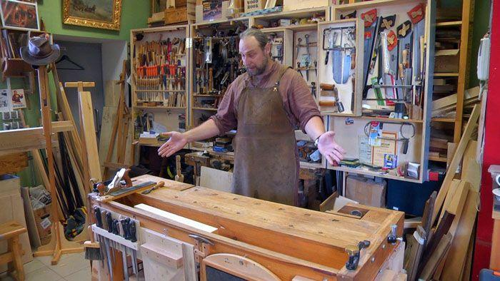 Оригинальный стол можно заказать в мастерской дизайнера