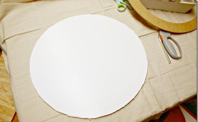 Основа таких часов вырезана из пенополистирола, хотя можно использовать и картон
