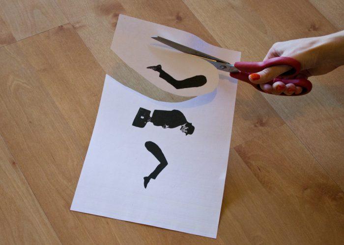 По шаблону вырезаются ноги