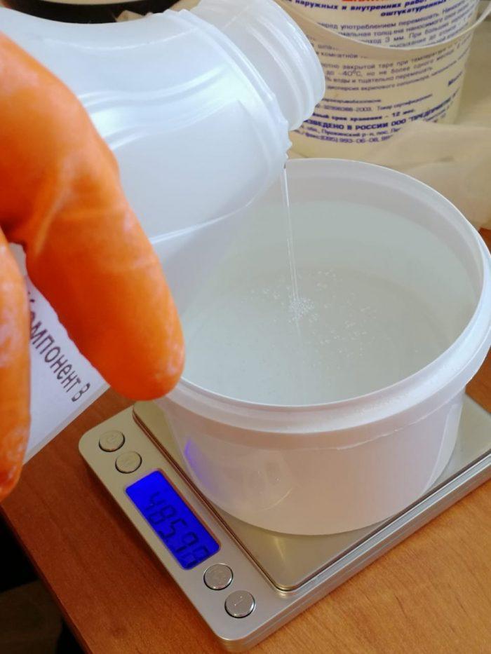 Подготовка эпоксидной смолы к заливке