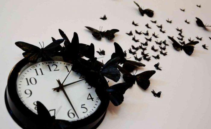 Самодельные часы с бабочками