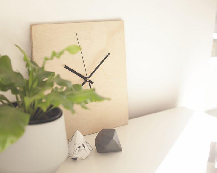 Самые простые часы из куска фанеры