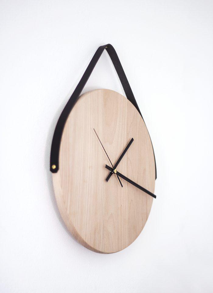 Стильные настенные часы с кожаным ремнем