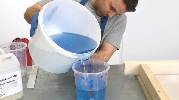 Важно, чтобы краска равномерно распределилась по составу