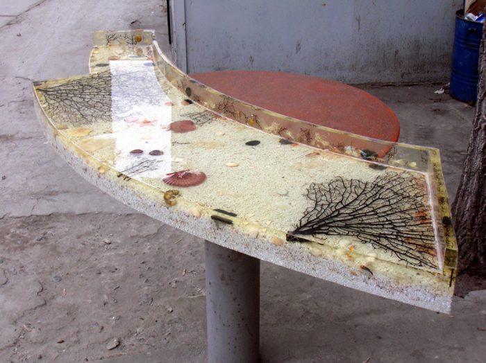 Здесь для декоративного наполнения использованы ракушки, песок, морские растения
