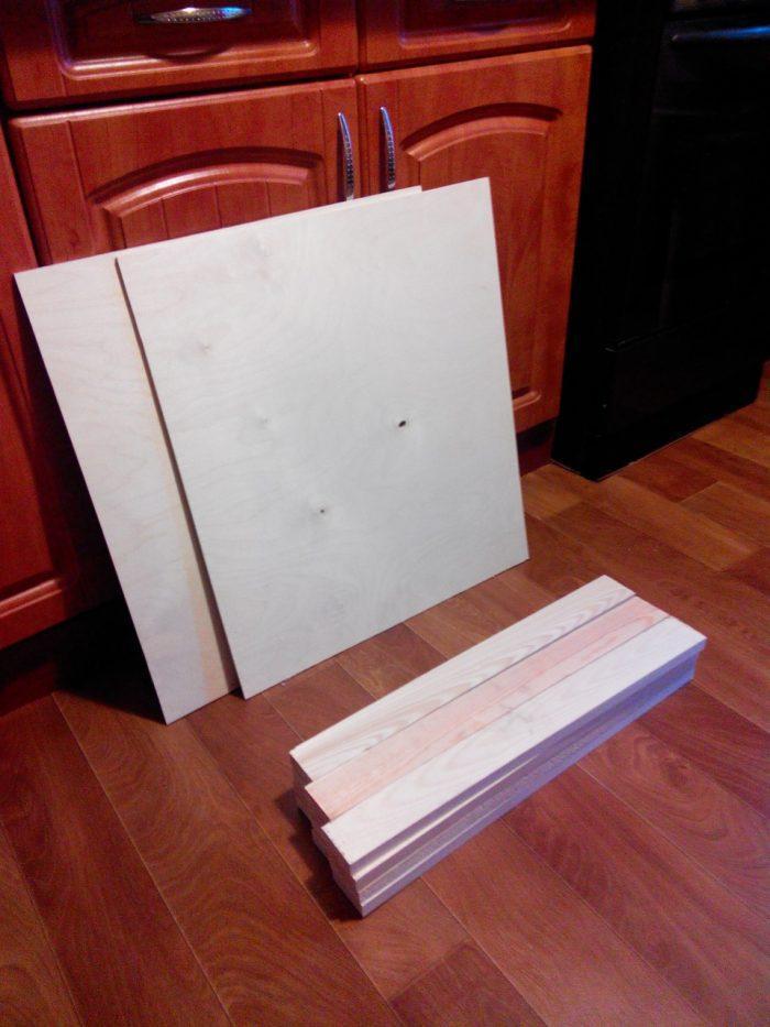 Фанера и бруски для изготовления стола-чемодана