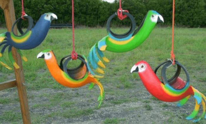 Подвешенные декоративные птицы, сделанные из покрышек, можно использовать в зимний период в качестве кормушки