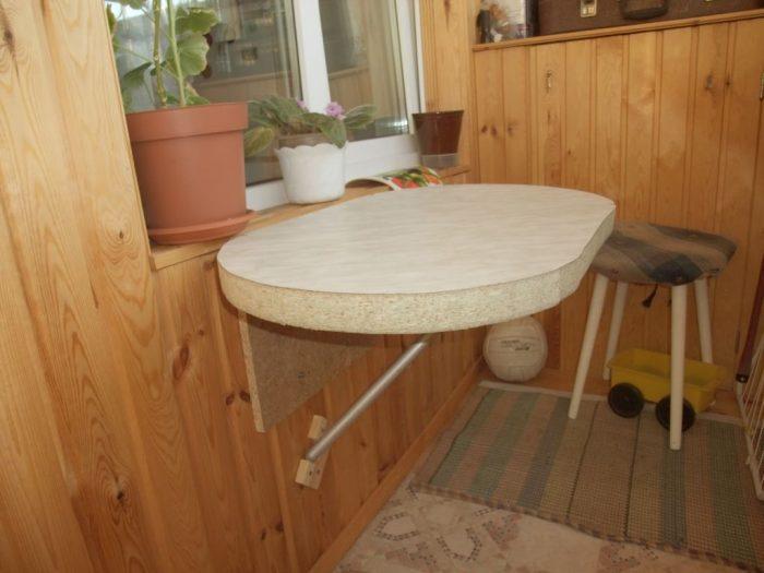 Симпатичный балконный столик