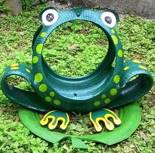 Такая лягушка может стать декоративным украшением искусственного пруда или же стать вазоном для посадки небольших растений