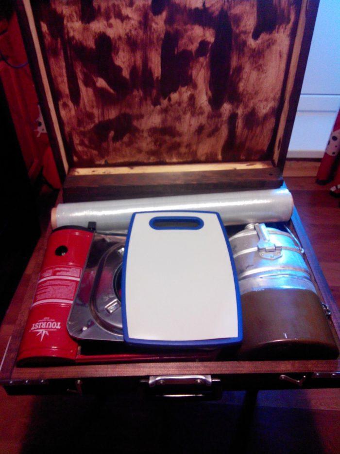 В таком чемодане действительно можно что-то хранить