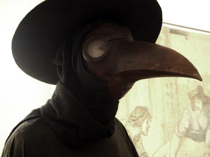 Чумные доктора носили такой «птичий клюв»