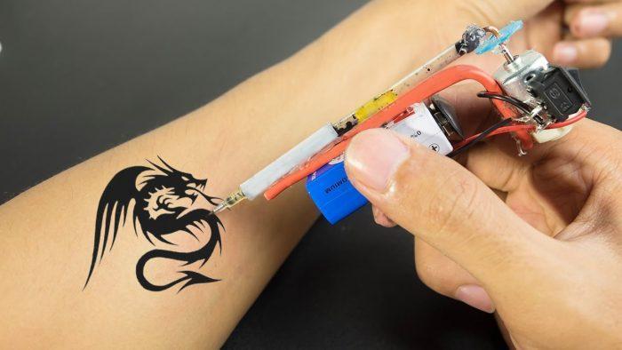 Самодельные тату-машинки имеют простую конструкцию