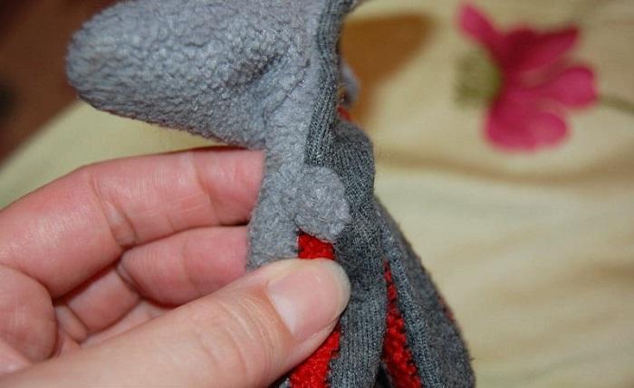 Как скрыть кончик красного шнурка