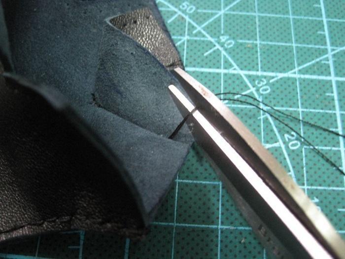 Вырез в верхней части перчатки