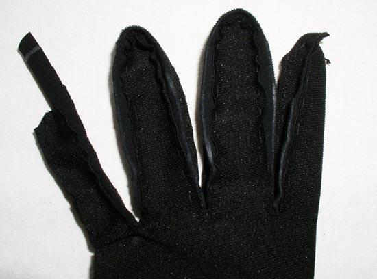 Пальцы соединяются полоской
