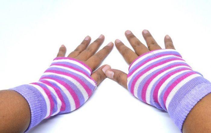 Перчатки без пальцев (митенки) из носков