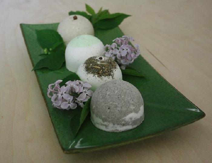Пример использования пластиковых яиц из «Киндер Сюрприз»