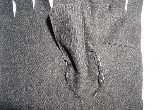 Пришивается основание пальца