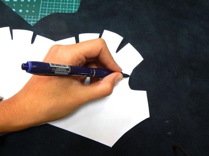 Шаблон обводится ручкой