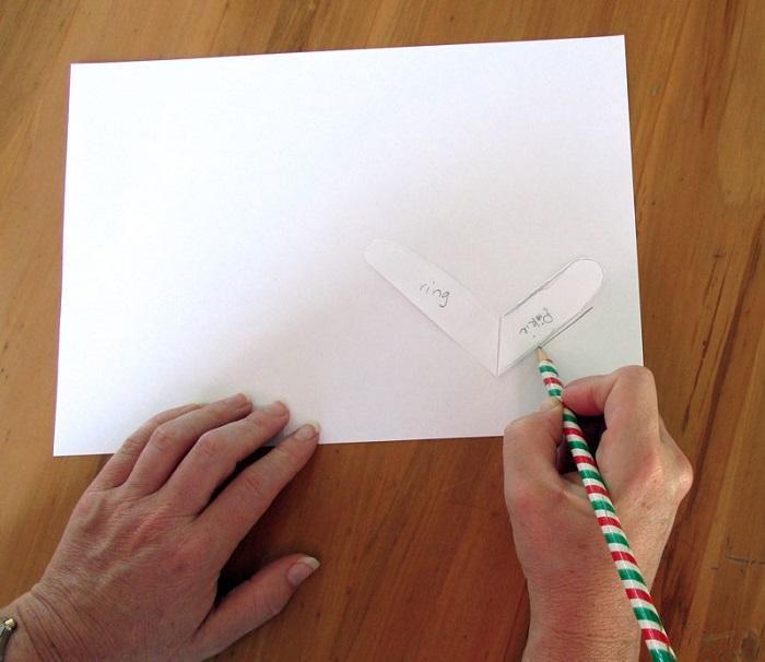 Соедините соответствующие пальцы с ластовицами