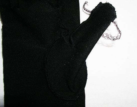 Соединяется большой палец