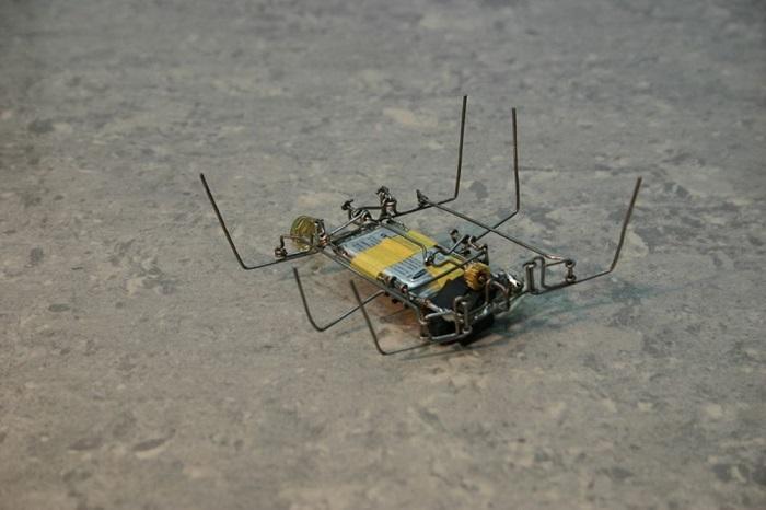 Самодельный робот из скрепок