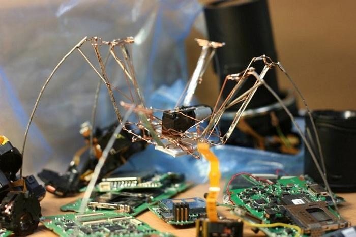 Скрепковый робот-паучок