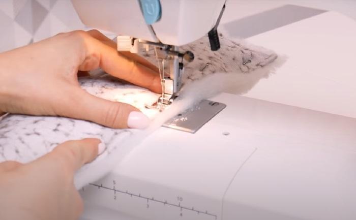 Прошивка ткани и синтепона