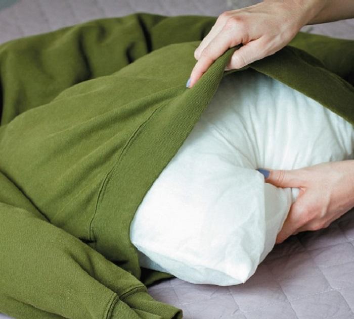 Внутрь помещается подушка
