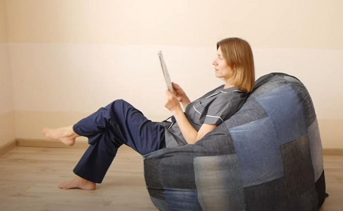Кресло-мешок из старых джинсов