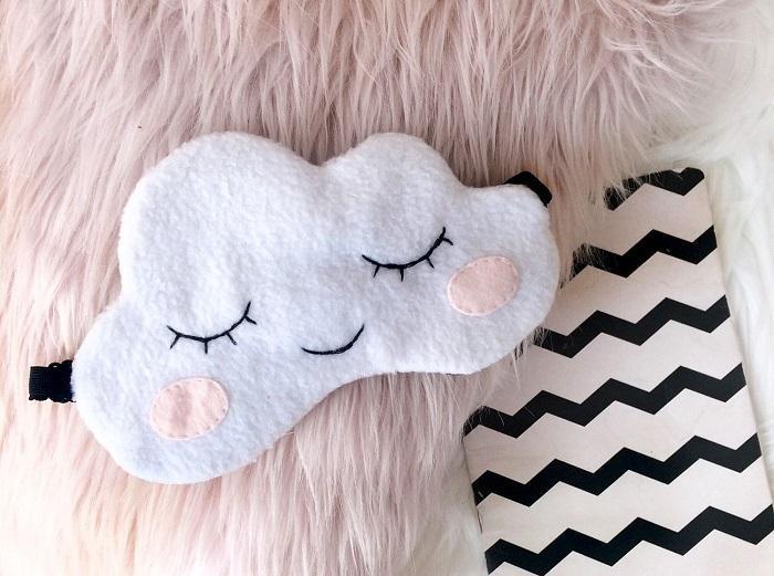 Маска для сна в виде облака