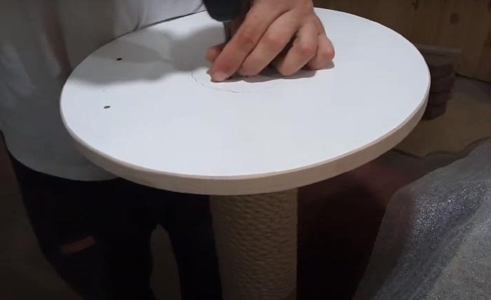 Круг прикручивается к трубе