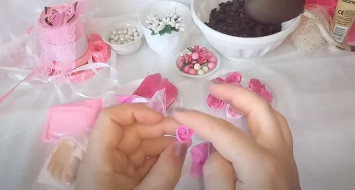 Создание цветов для декора