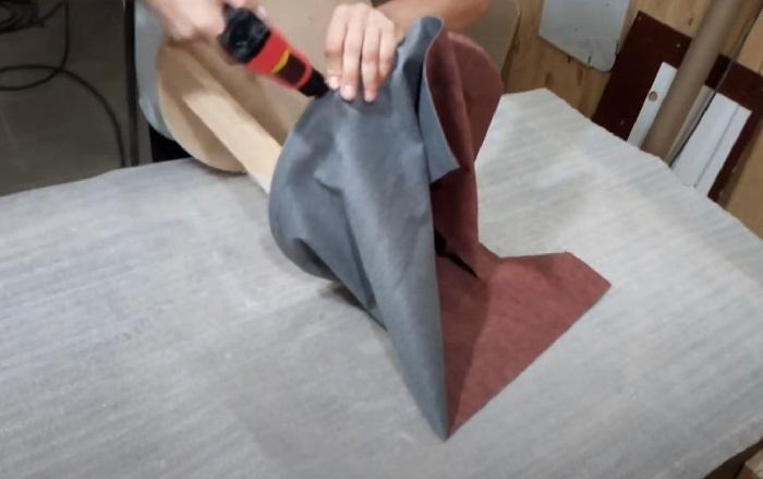 Ткань фиксируется степлером
