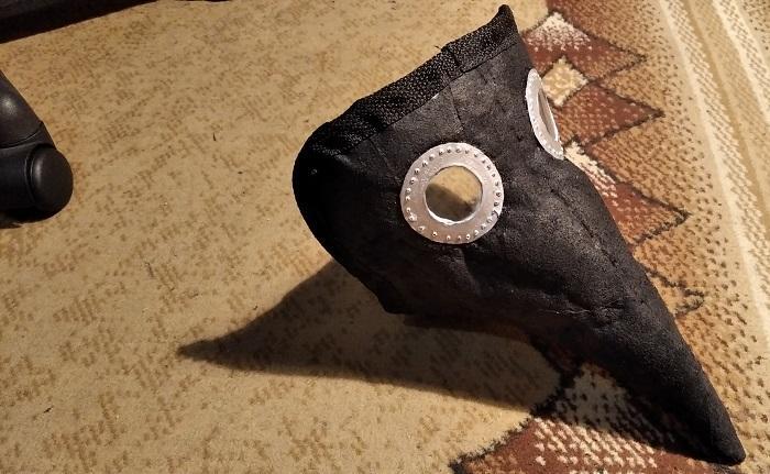Как сделать маску чумного доктора из влажных салфеток