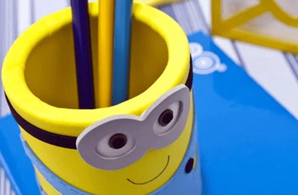 Готовая карандашница в виде миньона