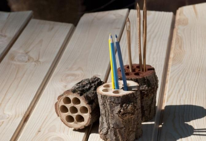 Необычная карандашница из бревна