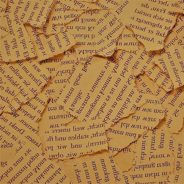 Порванные книжные страницы