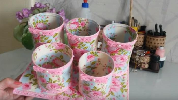Украсьте баночки кружевной тесьмой и бусинками