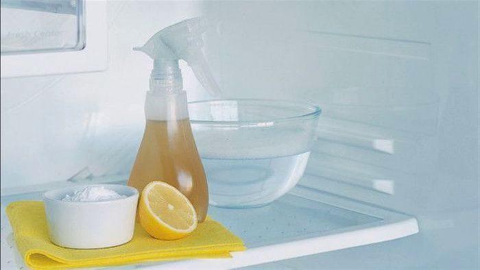 способ удалить запах из холодильника