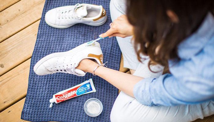 как отбелить белую подошву на кроссовках2